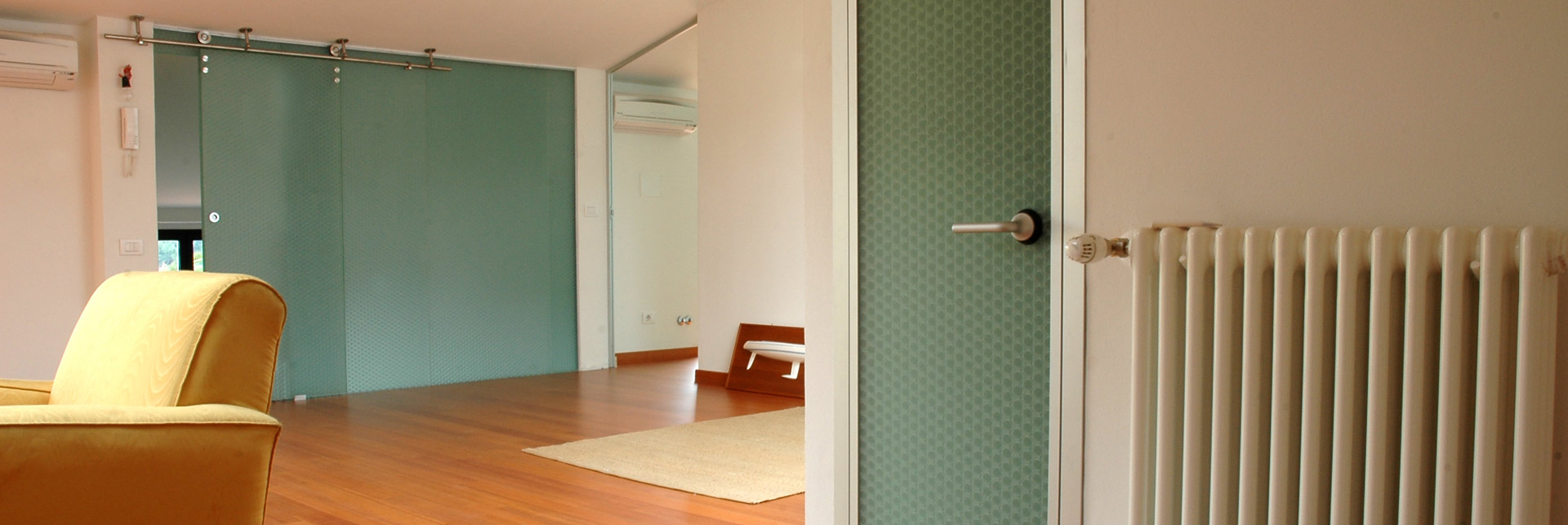 Private home, Sliding door and Partition